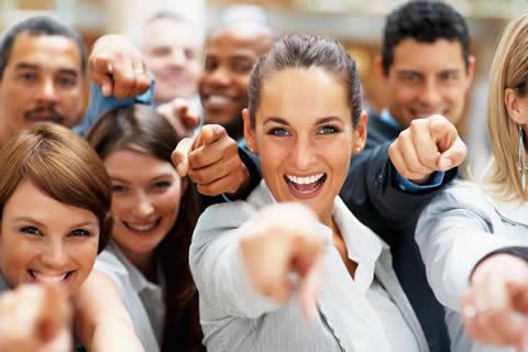 equipe-feliz-ganhar-dinheiro
